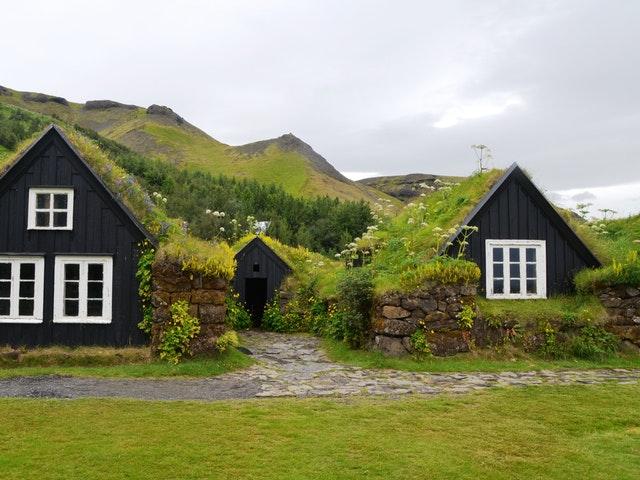 Små hus med torvtak